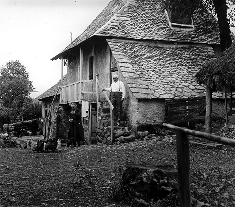 Une maison près d'Orlaguet photographiée par le Docteur Gondal à la fin des années trente