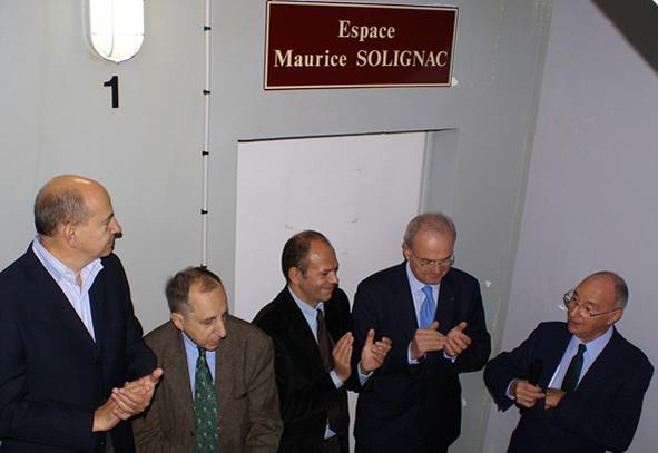 Yves Censi, Géard Paloc applaudissent Maurice Solignac lors de l'inauguration de l'espace baptisé à son nom dans l'immeuble de l'Oustal en octobre 2006